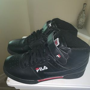 Black Fila Sneakers; 7.5 Men's, 9.5 Women's
